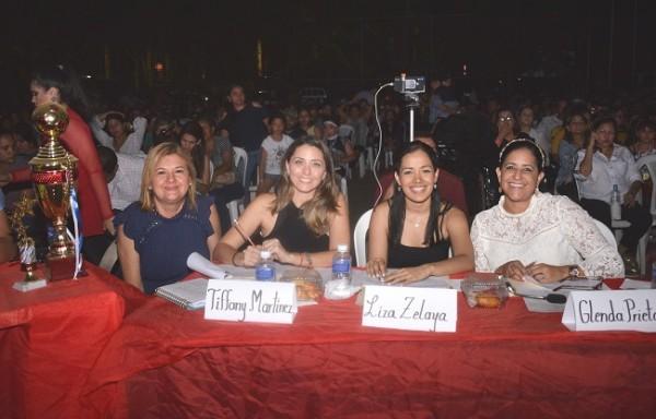 Miembros del jurado calificador en el Talent Show de la Franciscan School