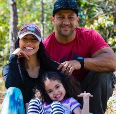 Nora Erazo de Bran con su pequeña Nora Luciana y su esposo, Joel Bran