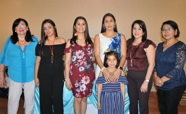 Norma Rodríguez, Claudia Alfaro, Linda y Norma Rodríguez, Keren Sabillón y Milly Rodríguez