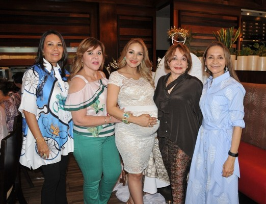 Patty Scheer, Ruth Rápalo, Lorna Karina Avendaño de Knuth, Vilma Rosales y Berit Díaz