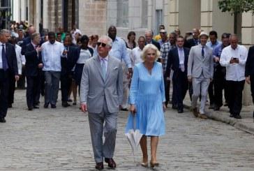 El Príncipe Carlos y Camila se la pasan chévere en La Habana