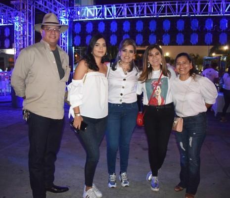 Renato Gallardo, Camila Cruz, Lilian Caballero, Gloria Cubas y Amalia Alachán