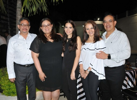 Roger, Victoria, Paola, María y Rafael Arita