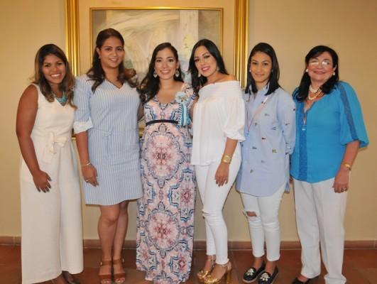 Sandy de Teruel, Debbie Ordóñez, Mirna Escobar de Gámez, Karen Martínez, Melissa Brizuela y Norma Rodríguez