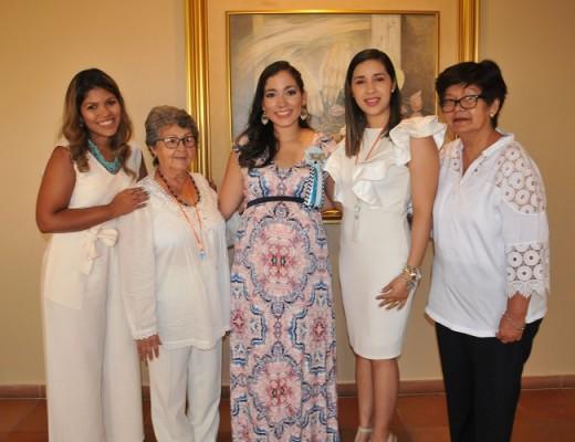 Sandy de Teruel, Nelly Linares, Mirna Escobar de Gámez, Ana Espinoza y Aída Urquía