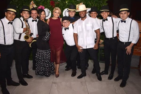 Silvia Rodríguez y su banda fueron los encargados de ofrecer el ambiente musical.