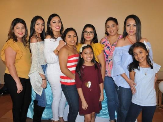 Yanira Pacheco, Jazmín Martínez, Karen Martínez, Iris Ramírez, Alejandra Castillo, Halle Martínez, Laura Urbina, Olga de Laínez y Sara Laínez
