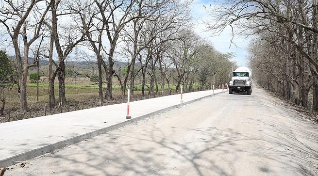 Avanza reconstrucción de carretera que potenciará turismo en Distrito la Joya de los Lagos