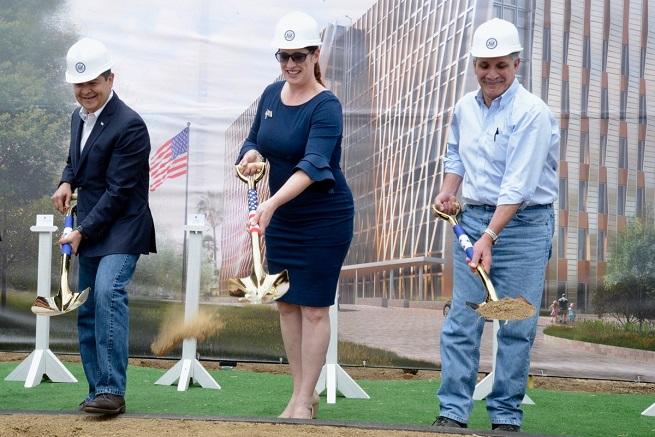 Colocan primera piedra del nuevo edificio de la Embajada de los EEUU en Tegucigalpa