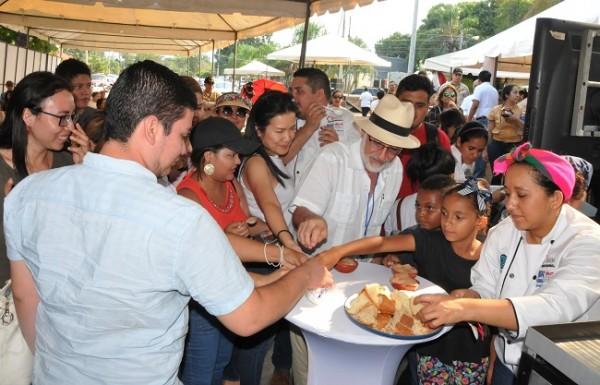 Los asistentes tuvieron la oportunidad de degustar las exóticas muestras culinarias durante la jornada gastronómica