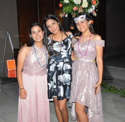 Elizabeth Montalvan, Belén Paredes y Ariana Arriaga