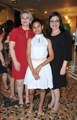 Emma Núñez, Ivanna Cruz y Karen de Pavón