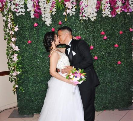 Esta joven y especial pareja, selló su promesa de amor con un romántico beso