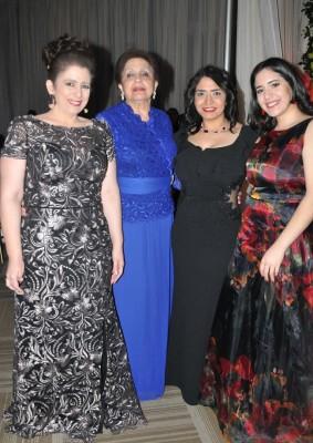 Jenny y Antonieta Canahuati junto a Gloria y Nicole Handal