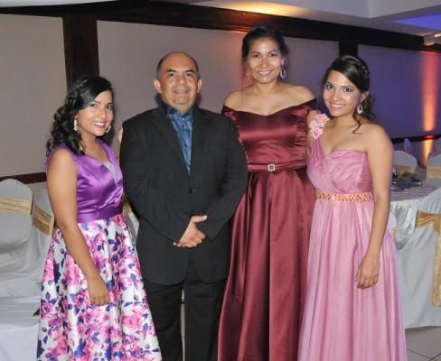 María José y Alexis Zuniga, junto a Xiomara Rajo y Mónica Zuniga