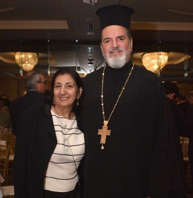 Marlen Faraj junto al Padre Jorge Faraj