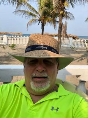 Ricardo Bermudez ya disfrutando de la vacaciones de semana santa en Tornabé, Tela