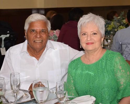Ada Margarita Rodríguez de Hernández y Luis Hernández