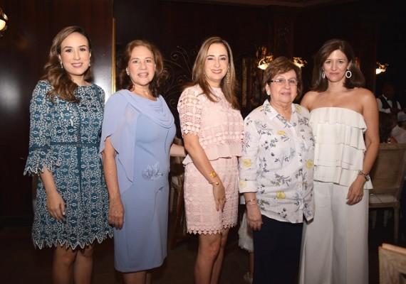 Adriana Hawit de Echeverri, Elda Prieto de Echeverri, Grissel de Córdoba, Cristina de Hawit y Ana Lucía Hawit
