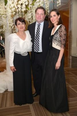 Ana Brown con Jeffrey y Pamela Sebern.