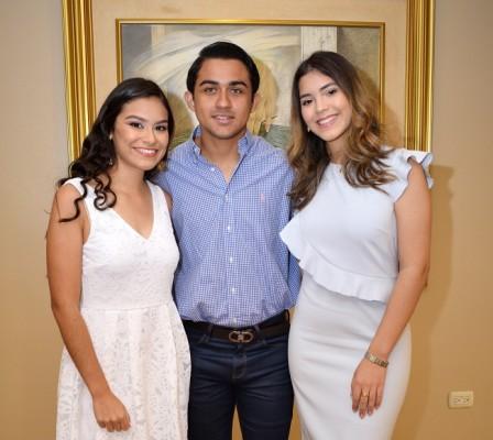 Ana María Cocco, Stephan Tabush y Ana Sofía Dumas