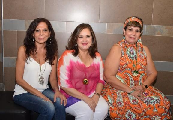 Ana María Larach, Ileana Soto y Karima de Bueso.
