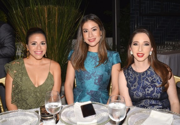 Ana de Larach, Mónica Rivera y Sandra Torres.