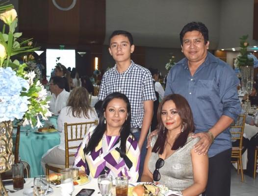 Anthony Godoy con Jorge, Isis y Beatriz Cano