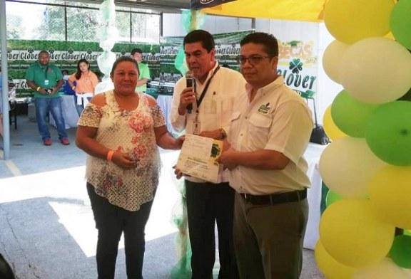Más de 500 becas educativas entrega Clover Brand a hondureños en el 2019