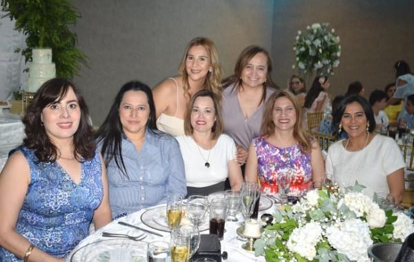 Bricelda Romero de Salgado, Kerry Holst, Nora Lesage, Rosana Handal, Karina Argueta, Elena Handal y Oneyda de Barahona