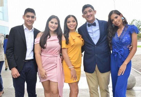 Carlos Peña, Dayanara Pérez, Nyah Taylor, Luis Romero y Rachel Mejía.