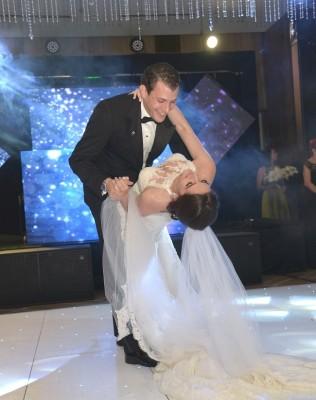 Daniel y Alexandra en una imagen fenomenal lograda durante su primer vals como esposos, To Love Somebody de Michael Buble.