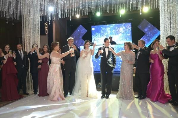 El brindis de las familias Pitsikalis-Zgheibra por la unión matrimonial de sus hijos.