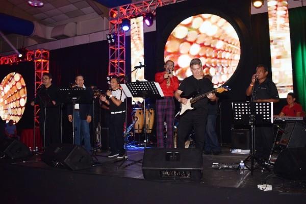El grupo Los Clásicos animó la noche.