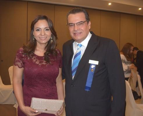 El presidente del Club Rotario San Pedro Sula, Ramón Fuentes junto a su esposa Belkis de Fuentes