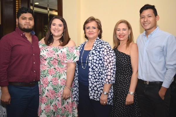 Felix Martínez, Valeria Celeste Rodríguez de Martínez, Gloria Celeste Rodríguez, Lisa Fiszman y Daniel Rodríguez