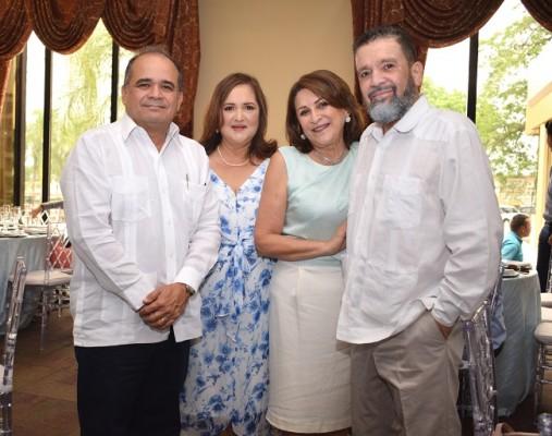 Felix Soto, Ileana María Rodríguez de Soto, Betty de Soto y Juan Pablo Soto