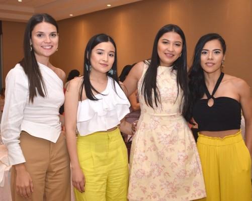 Gloria Ruíz, Karen Aparicio, Claudia Aparicio y Giselli Espinoza