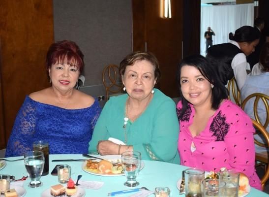 Isabel, Irma y María Celeste Sam Pang.