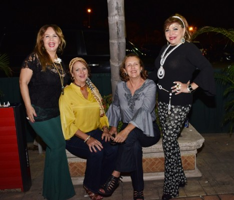 Ivone Handal, Hortensia Fasquelle, Joan Callis y Ada Santos.