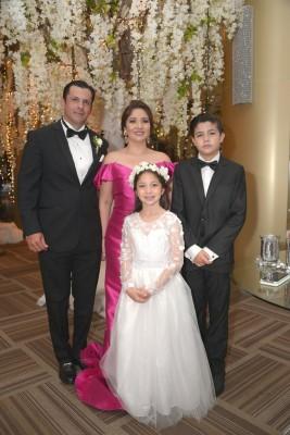 Jorge, Danelia, Gian y Estefanía Pitsikalis.