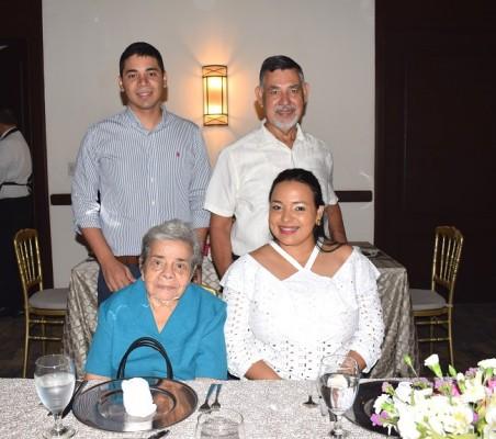 Jorge, Roberto, Concepción y Sonia Pineda