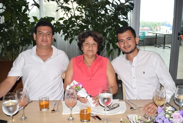 Juan Carlos Sánchez, Noemi Bonilla y Miguel Sánchez.