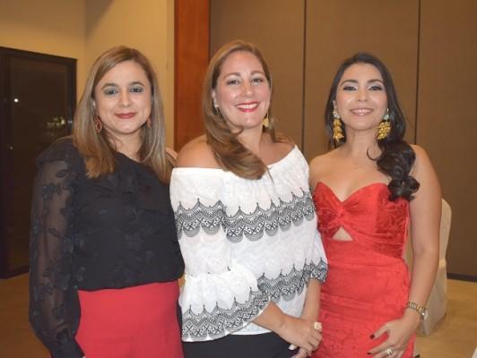 Karla Funes, Elisa de Kattán y Waldina Rivas.