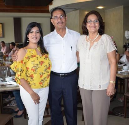 Karol Caballero, Roberto Arturo Caballero y Ofelia de Caballero