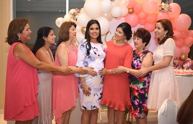 Tarde color rosa para Liseth en su baby shower