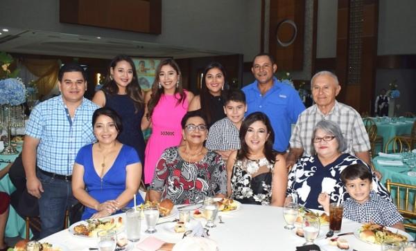 Las familias Sabillón-Alvarado y Arguelles-González.