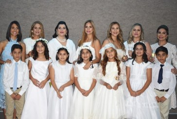 Distinguidas familias se unen para celebrar la primera comunión de sus hijos