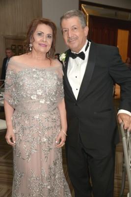 Los padres del novio, Jorge y Delmy Pitsikalis.
