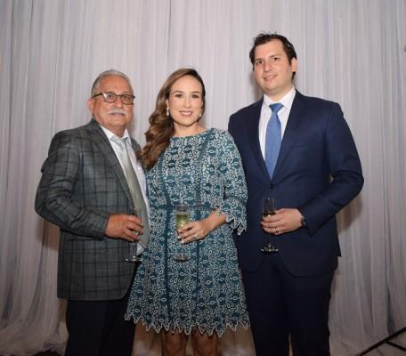 Los padrinos de bautizo, Lucas Hernández, Adriana Hawit de Echeverri y Joaquín Echeverri